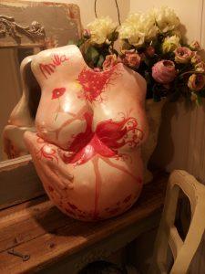 Escultura Embarazada Mila